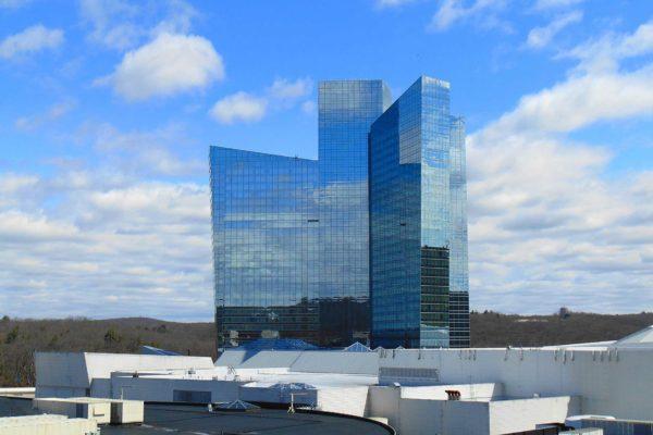 1600px-Sky_Tower,_Mohegan_Sun,_Uncasville,_CT