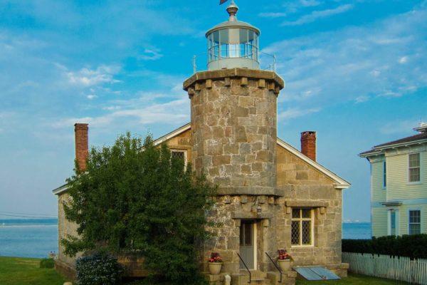 Stonington_Harbor_Lighthouse_2007